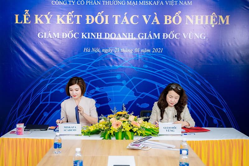 Ảnh CEO Miskafa và PGS.TS Ngô Kim Chi