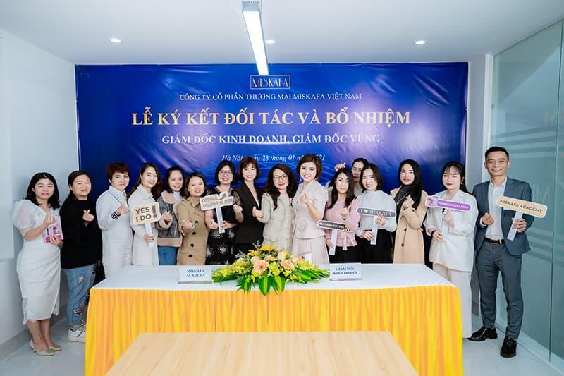Ban lãnh đạo Miskafa chụp hình cùng các khách mời tham dự buỗi lễ