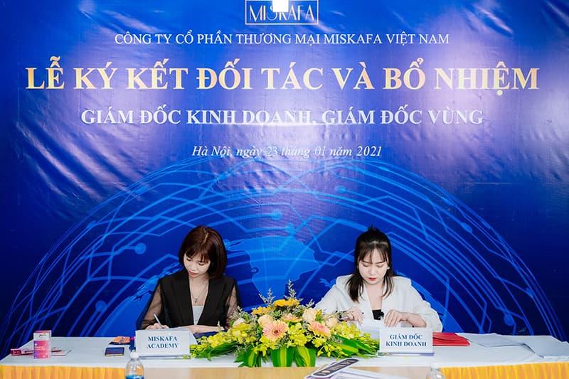 Ảnh Ms Tú và Ms Giang