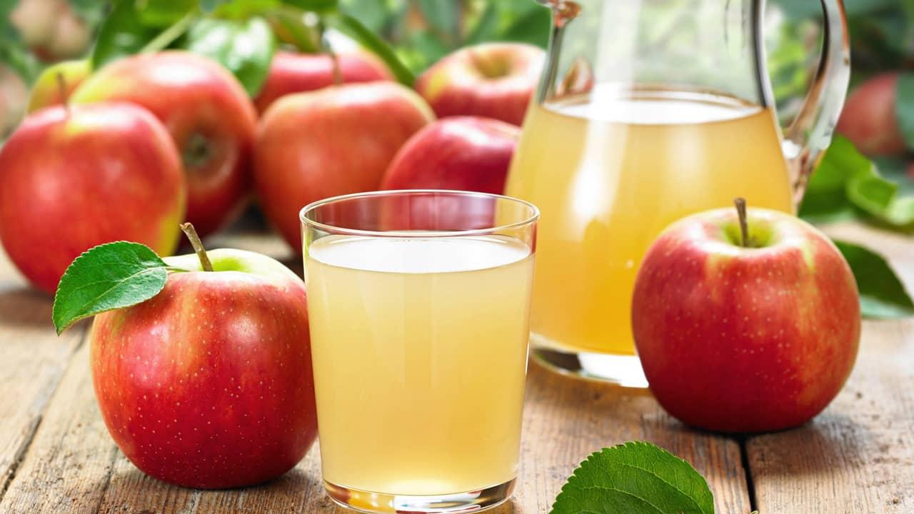 Nước ép táo và nhiều loại nước ép trái cây có chứa nhiều đường